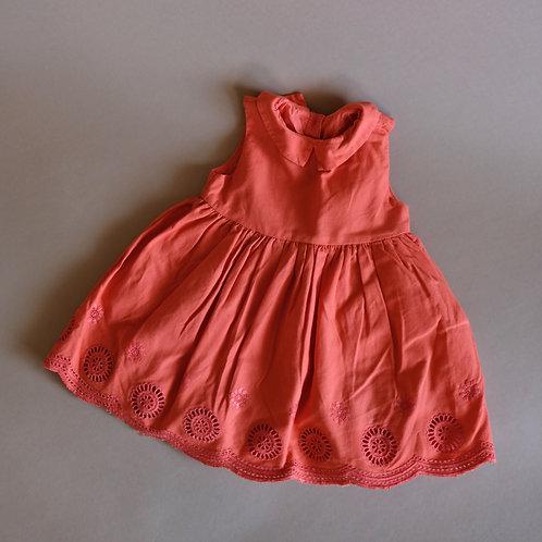 Korálové šaty s děrováním 9-12m