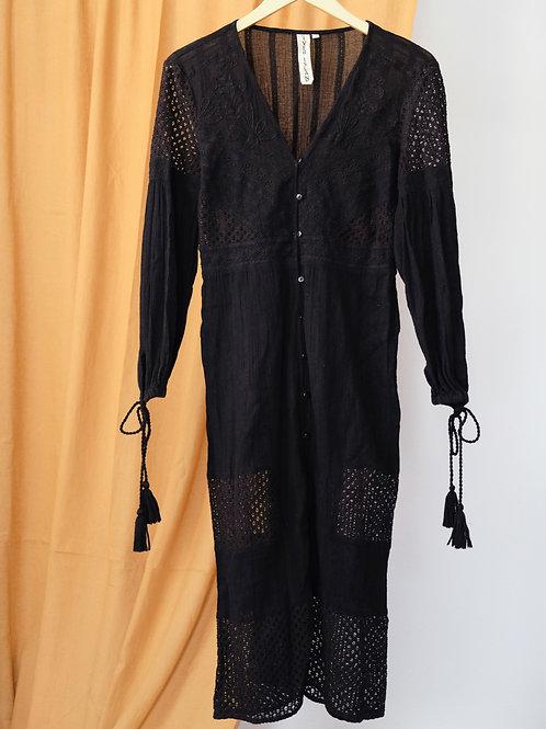 Midi šaty s děrováním a výšivkami S