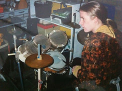 Ik Remia plastic drumkit.jpg