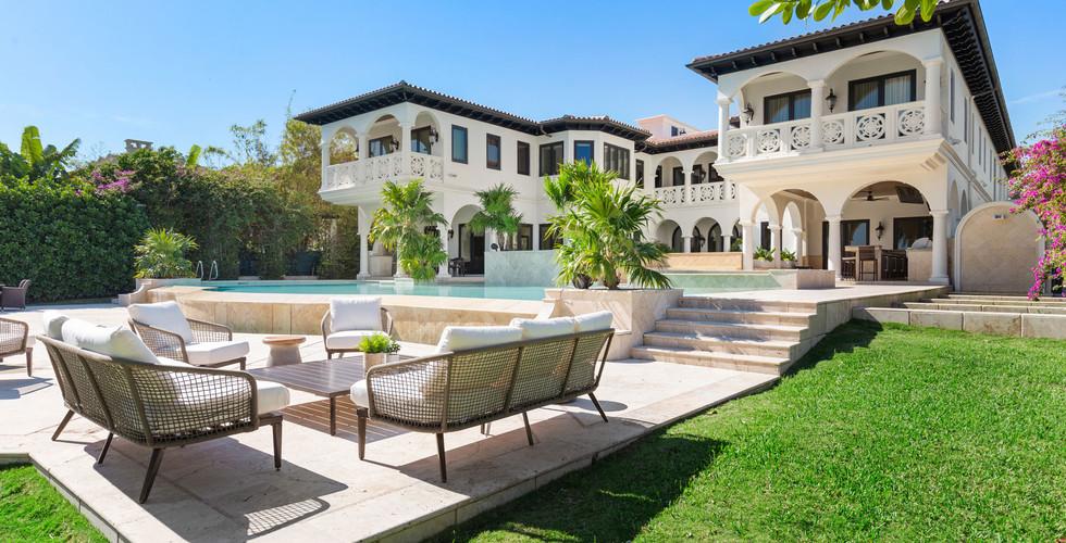 Villa Sole Ourdoor Home Staging