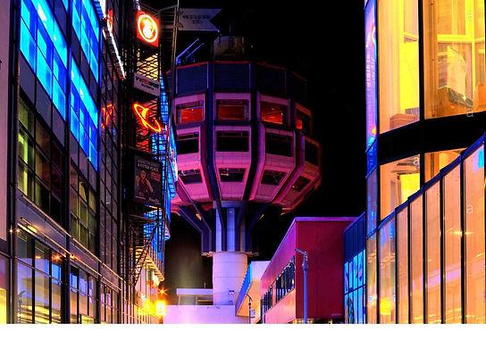 bierpinsel-deswegen-gebaude-bei-nacht-berlin-deutschland-europa-cr4emt Kopie.jpg