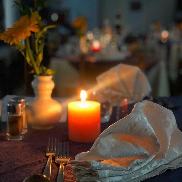 Luce soffusa , serata al lume di candela
