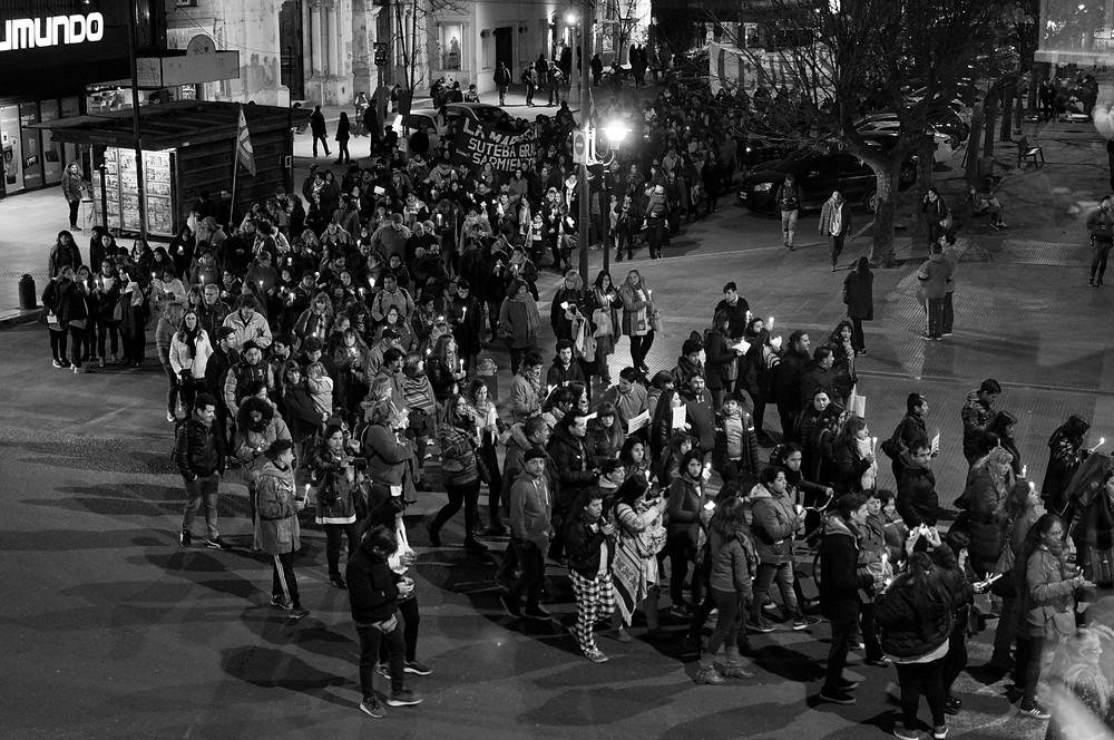 Una multitud conmovida