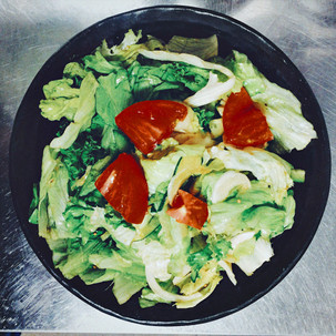 サラダも美味しい。
