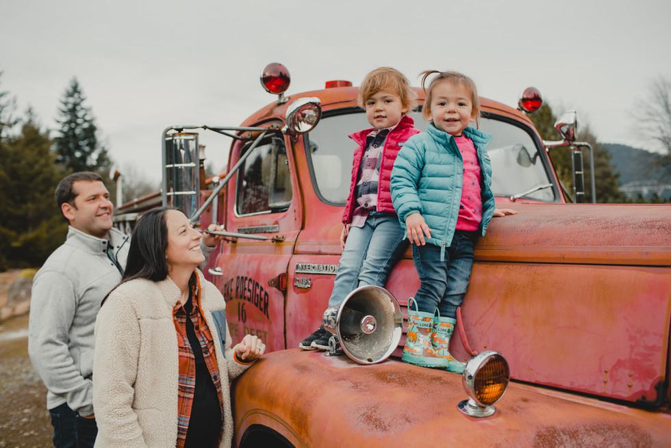 Seattle, Issaquah, Family, Children, Firetruck, Smile, Photographer, PNW