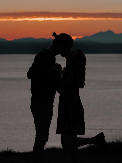 Seattle, Discovery Park, Engagement, Boyfriend, Girlfriend, Sunset, Kiss, Silhouette, Photographer, PNW
