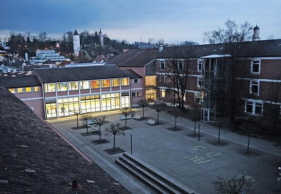 Unbenannt Schule bei Nacht.jpg