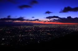 池田山、夜明けの夜景