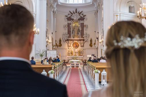 Ślub Ani i Konrada oraz Chrzest Oliwii w Kościele Pokamedulskim w Lesie Bielańskim w Warszawie, ul. Dewajtis