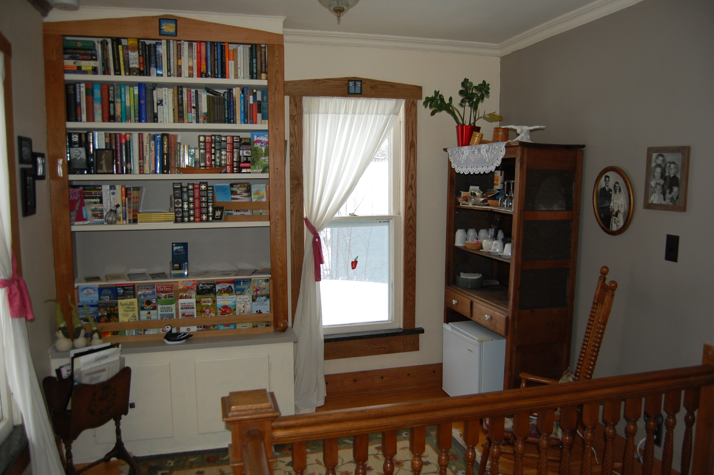 2nd fl landing bookshelf