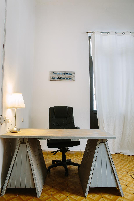 שולחן כתיבה מפסולת בניין