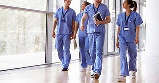 H_group-of-nurses-walking_2000x1333px.jp