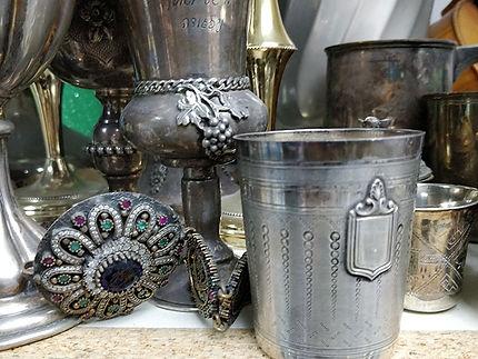 מכירת תכשיטים וחפצי אומנות
