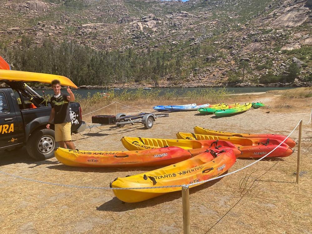 Kayak Ezaro Praia do rio Do Barco en Ezaro, Dumbría.