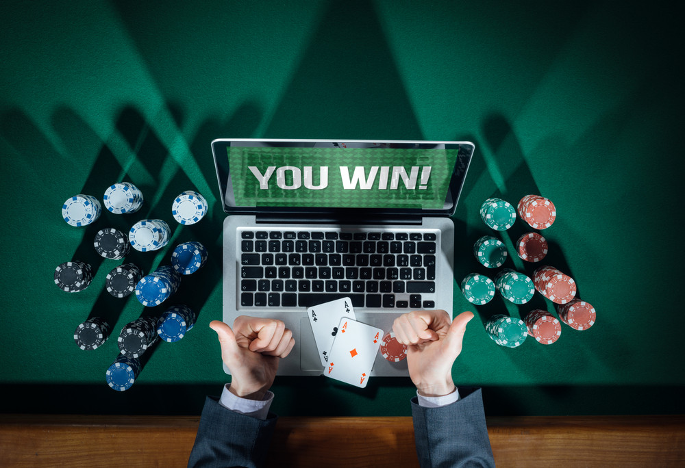 Майнинг покер онлайн любовный роман она писатель он хозяин казино