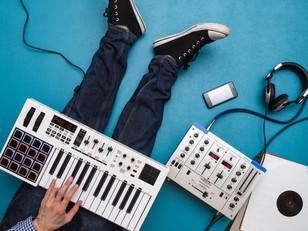 Музыкальное продюсирование песен или альбомов.