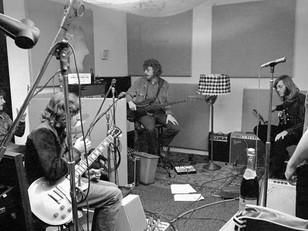 Запись альбома на студии звукозаписи.