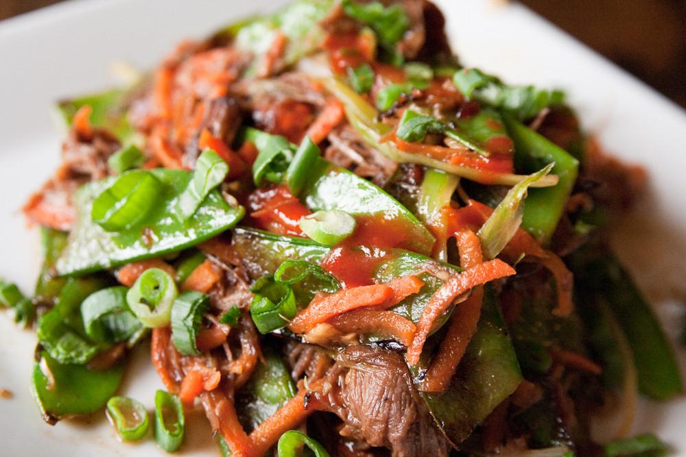 Salata od povrća i mesa