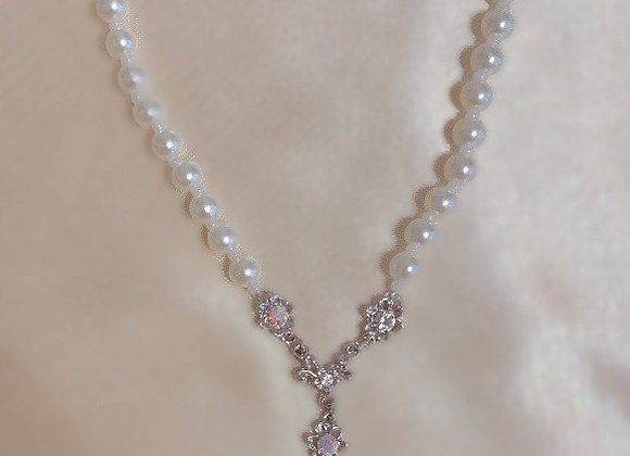 Dainty Flower Pearl Necklace