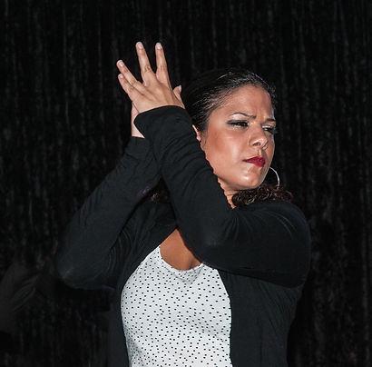dancer-380500_1920.jpg