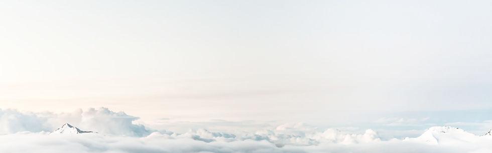 Montagne dans les nuages