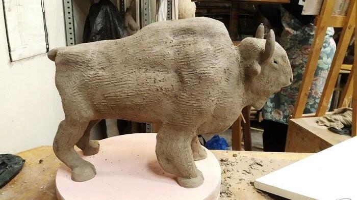 bison-sculpture-paris