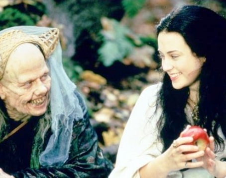Snow White: A Tale of Terror(Review)[Twisted Throwback Thursday]
