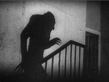 Nosferatu(1922)(Review)[Flashback Fridays]