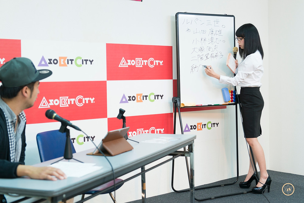 女教師・青山ひかる(爆乳桃尻)グラドルの授業「アニメ・声優」きゅうすた@HIMEcity (1)