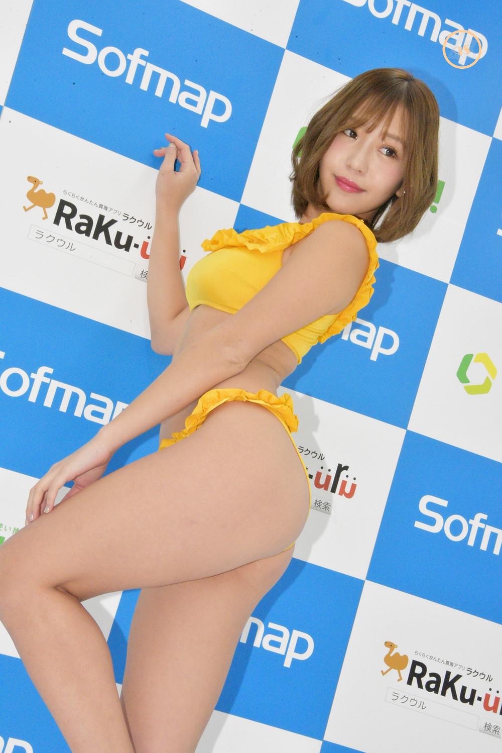 巨乳美尻グラドルCOCO (2)