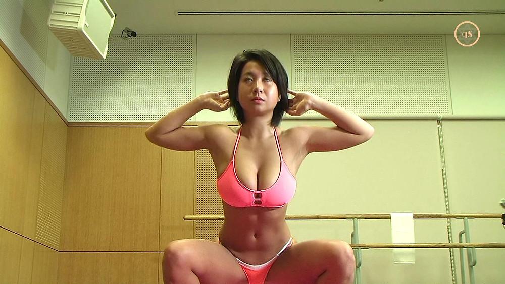 桐山るい(爆乳桃尻グラドル)のTバックスクワット(筋トレ)褐色きゅうすた@himecity (8)