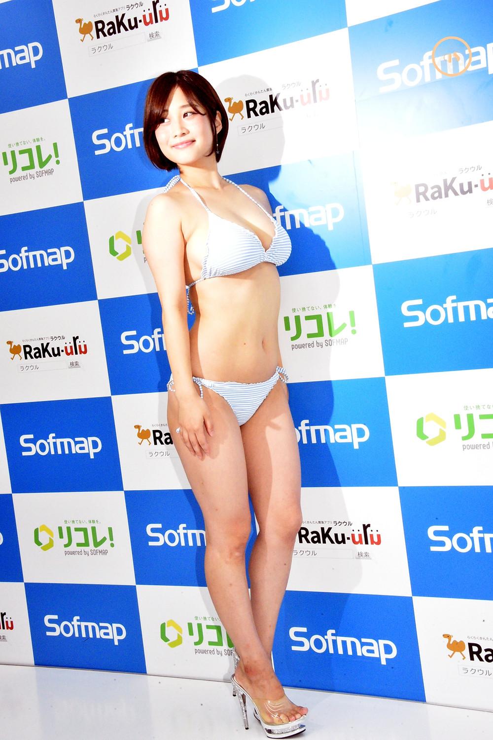 巨乳Hカップグラビアアイドル高橋凛 (1)