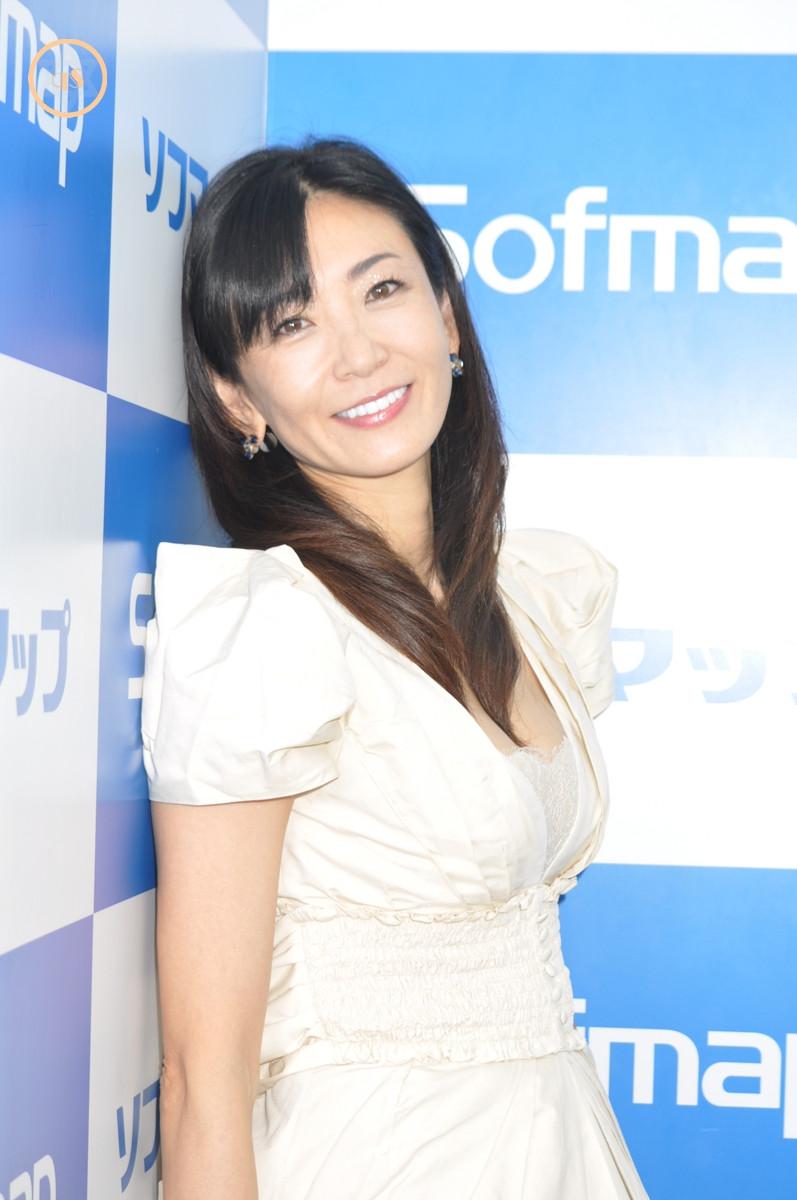 巨乳Gカップ中島史恵『50♥~fifty love♥/スパイスビジュアル』DVD発売記念イベント (1)