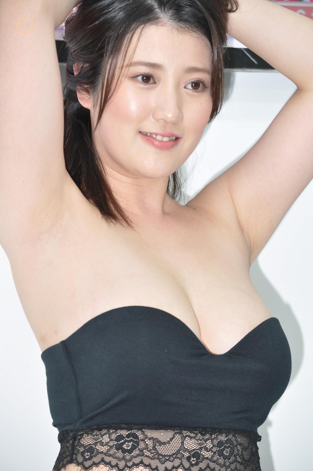 巨乳Gカップグラドル草野綾『ミルキー・グラマー/㈱竹書房』DVD発売記念イベント (1)
