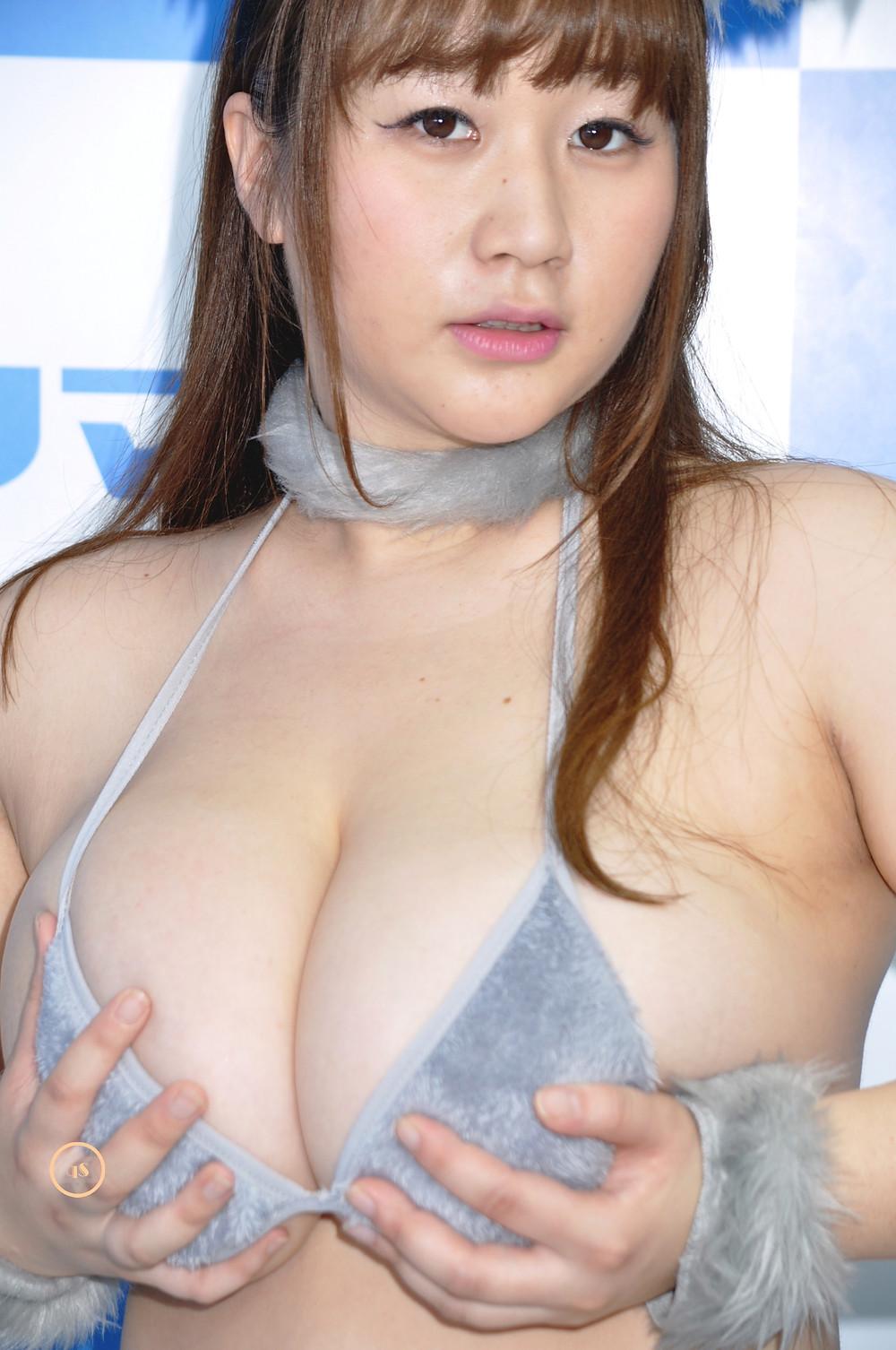 爆乳Kカップグラドル来栖あこ『溢れる果肉/エスデジタル』DVD発売記念イベント (1)