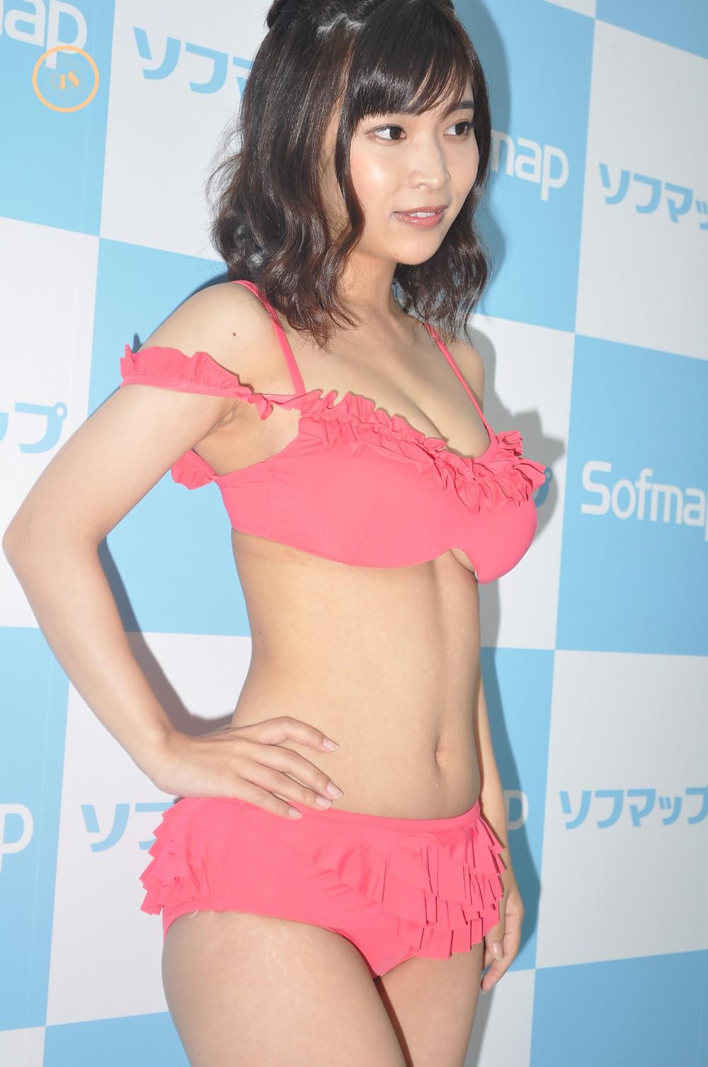 巨乳グラビアアイドル白石若奈『Sweet Emotion/スパイスビジュアル』DVD発売記念イベント (12)