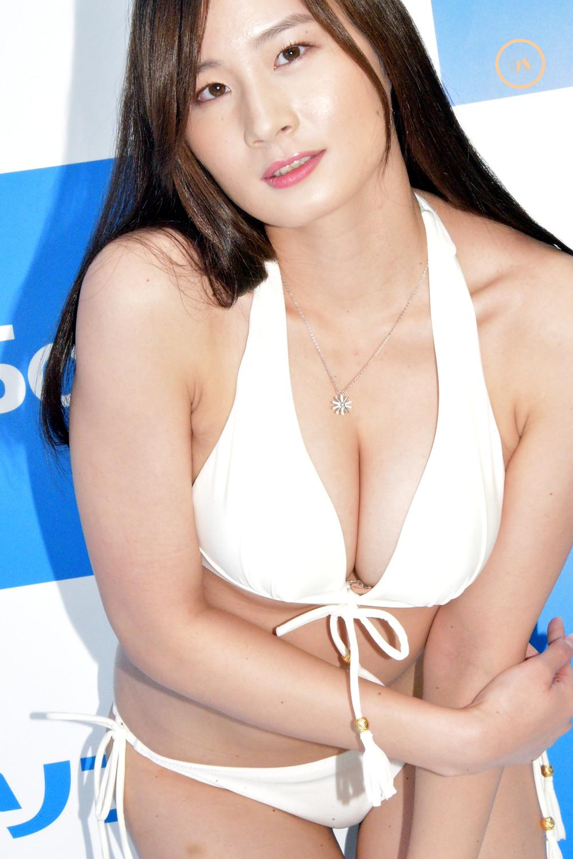 巨乳美脚グラビアアイドル清瀬汐希 (1)