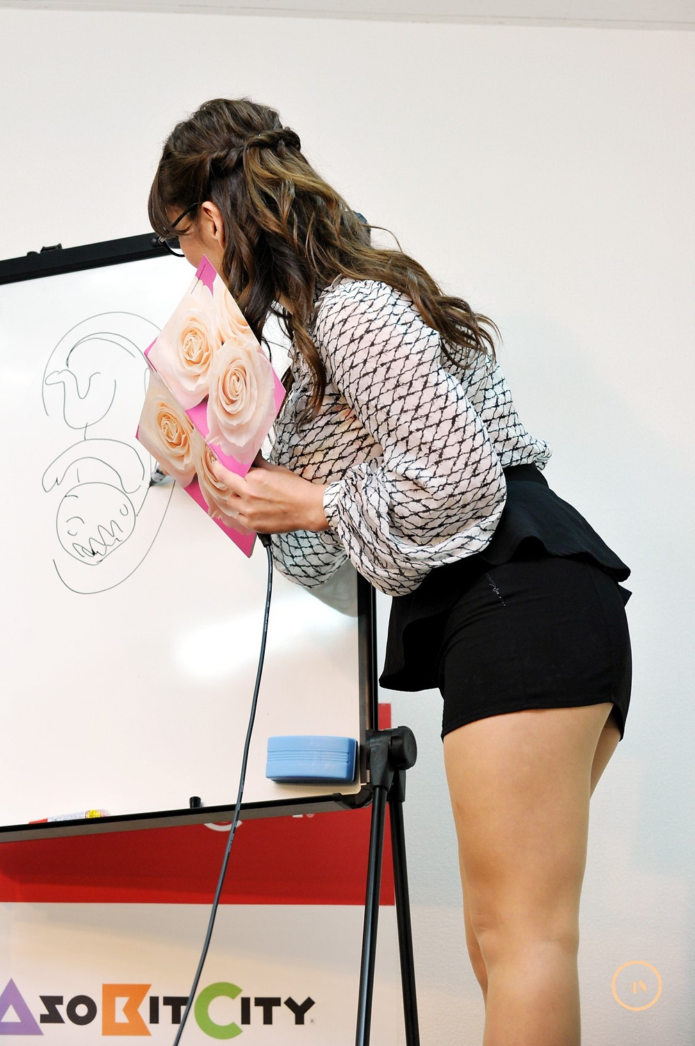 巨乳巨尻むっちりグラドル藤井まりおの女教師「耳ツボマッサージ」 (2)