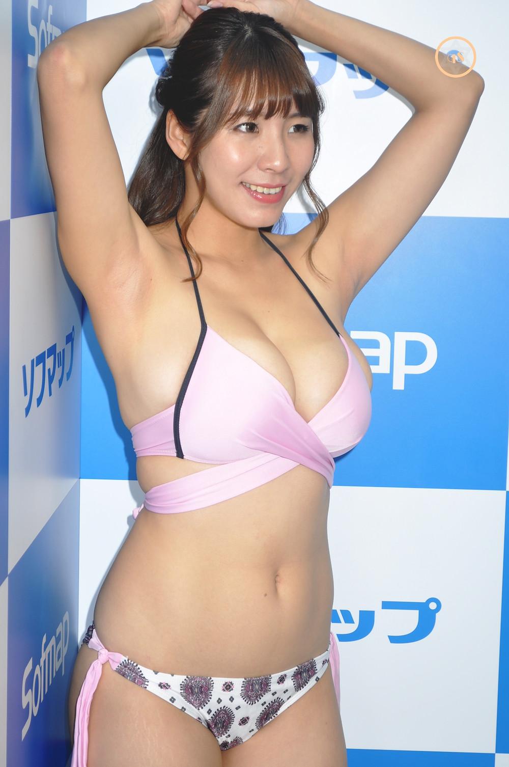 爆乳グラビアアイドル夏来唯『禁断の果実/スパイスビジュアル』DVD発売記念イベント (1)