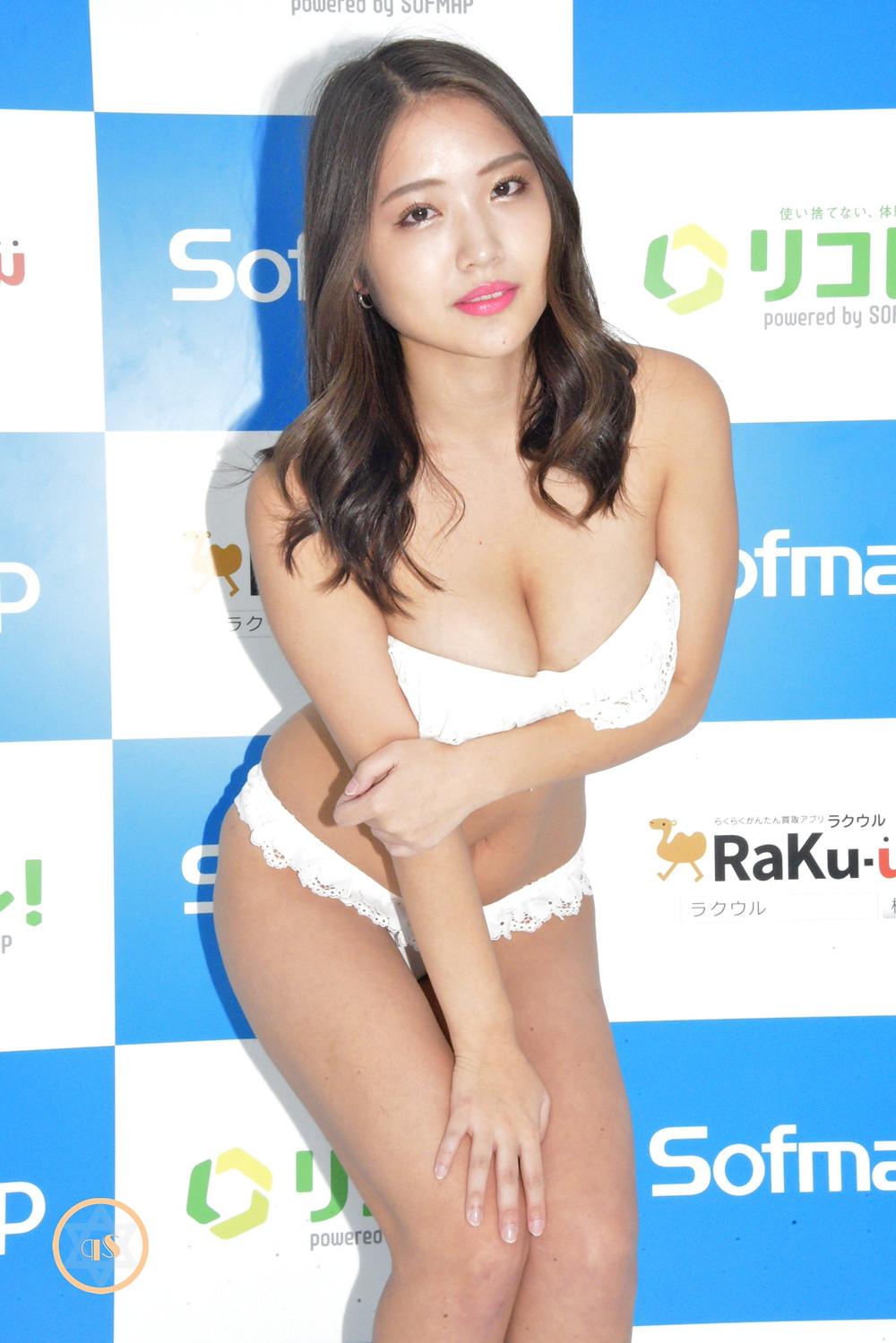巨乳グラビアアイドル水咲優美 (1)