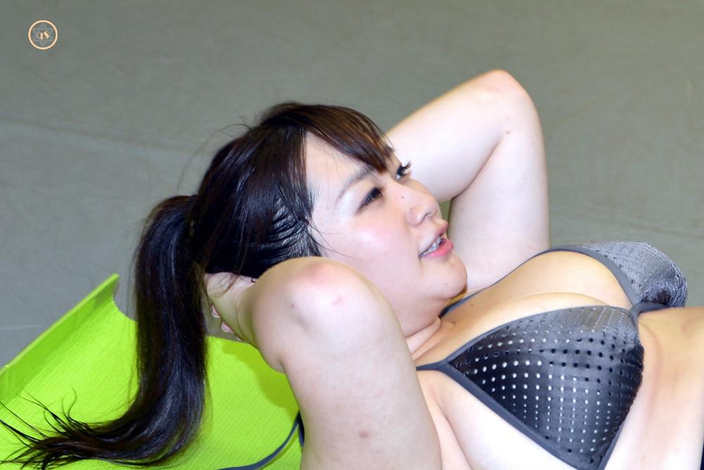来栖あこ(爆乳Kカップグラドル)の腹筋(筋トレ)きゅうすた@HImecity (4)