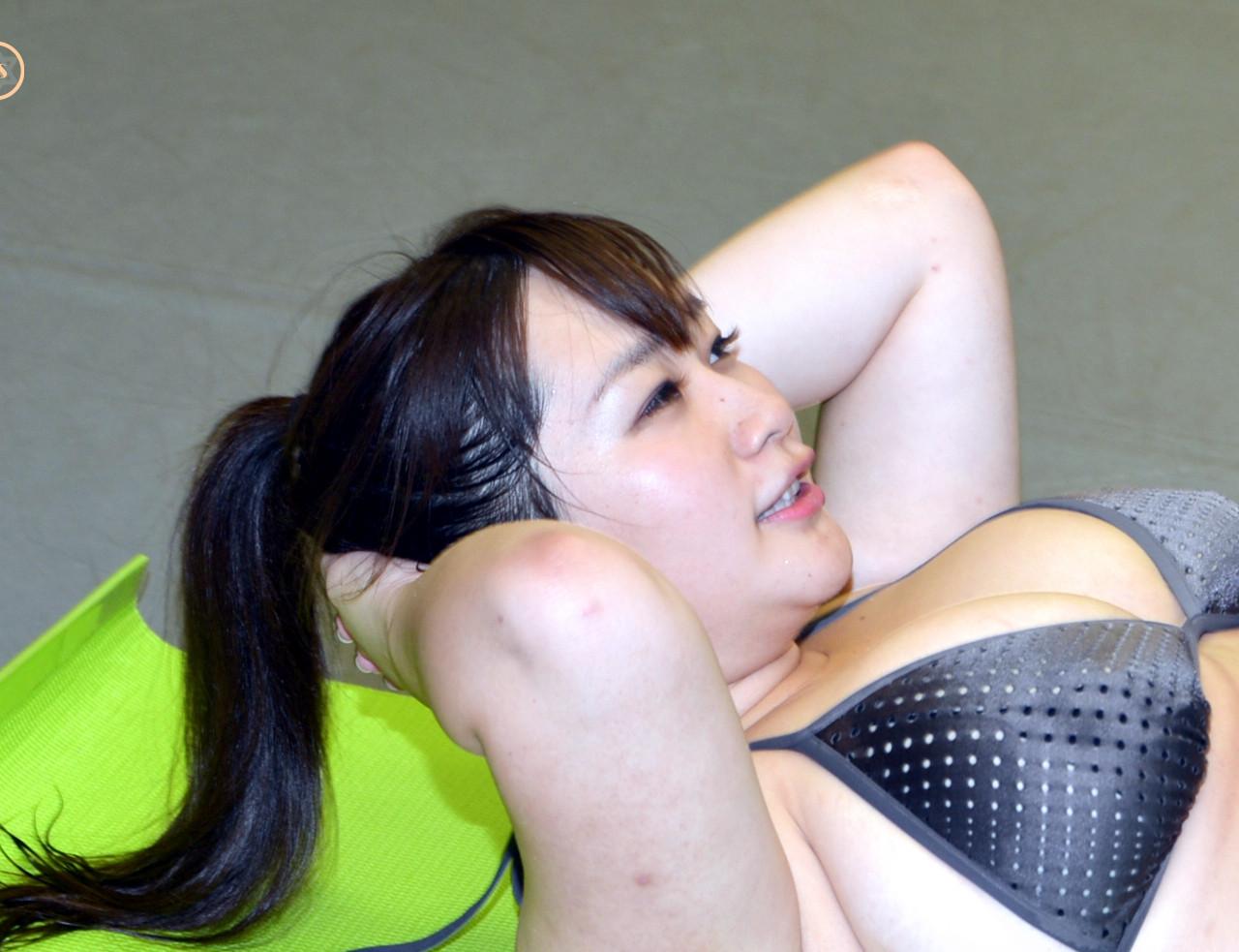 来栖あこ(爆乳Kカップグラドル)の腹筋(筋トレ)きゅうすた_HImecity (1)