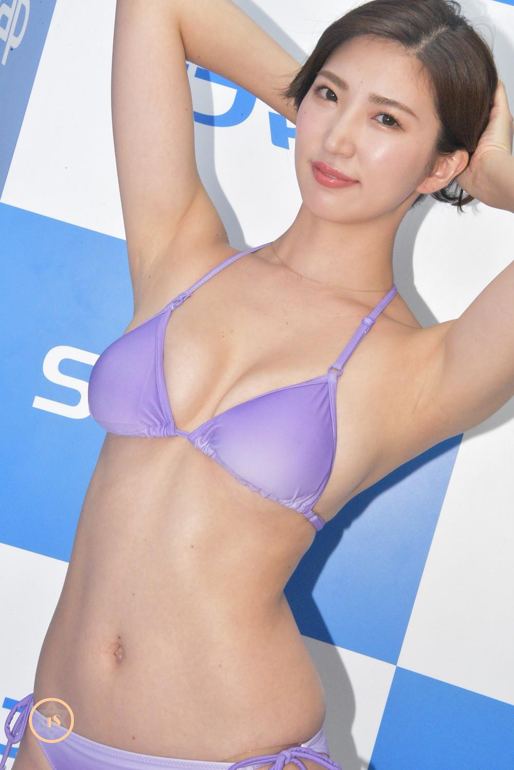 美脚グラビアアイドル松嶋えいみ (1)