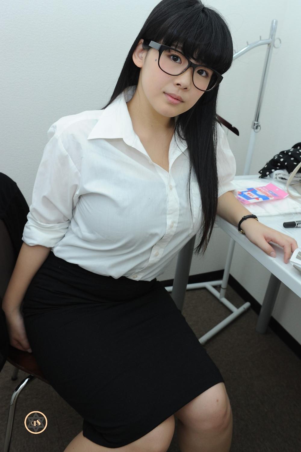 爆乳Iカップ巨尻グラドル瀬戸花の女教師 (8)