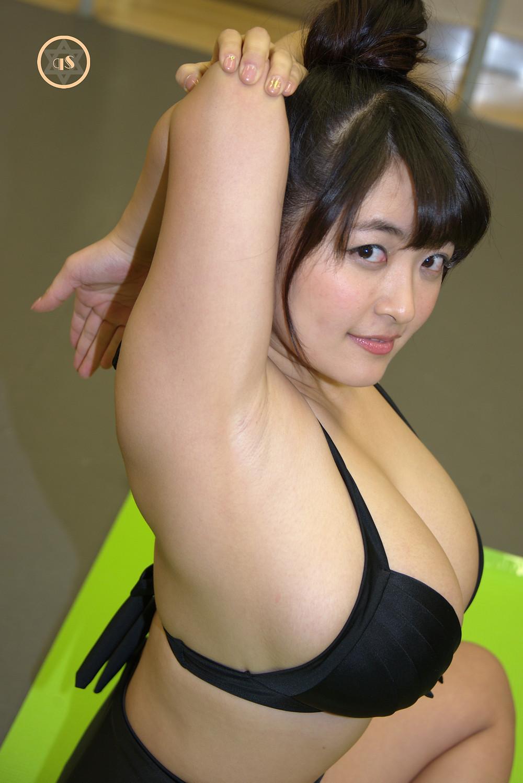 超爆乳Kカップグラドル柳瀬早紀のストレッチ きゅうすたHIMEcity (1)