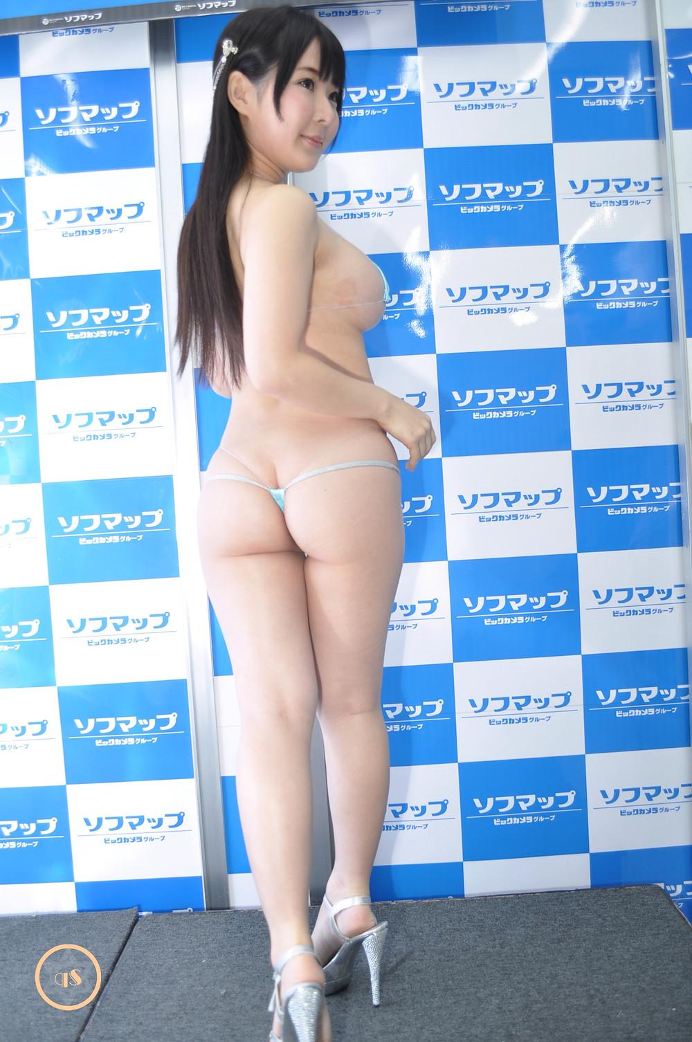 爆乳桃尻Tバックグラドル雨宮留菜dvd「summer lesson」発売記念イベント (2)