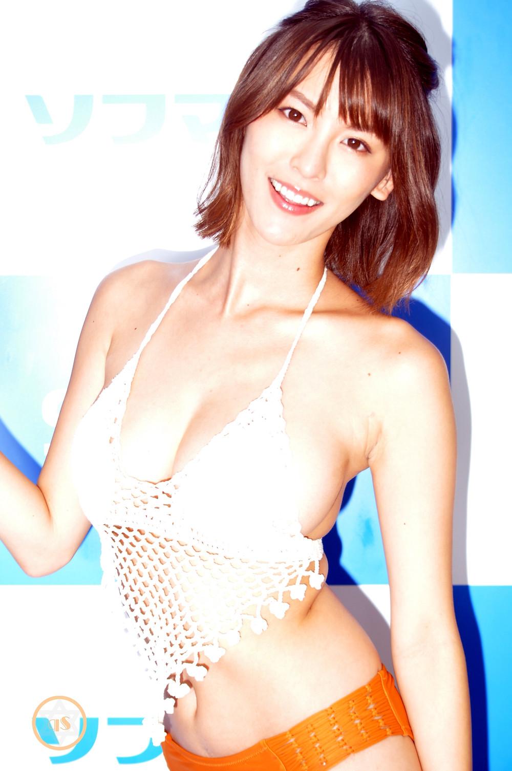 巨乳グラビアアイドル奈月セナ『セレナーデ/竹書房』DVD・BD発売記念イベント (1)