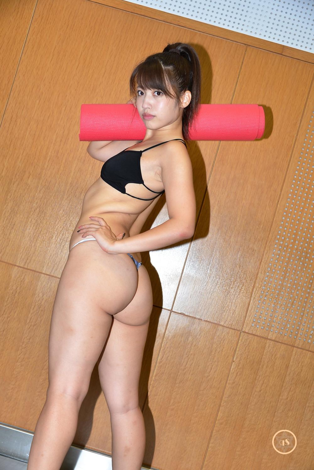 美巨尻グラビアアイドル璃乃のTバック筋トレ(きゅうすた)HIMEcity