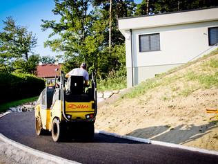 Straßenbau Asphalt planieren
