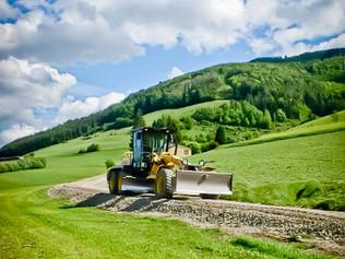 Straßenbau Bodenebnung mit Gräder